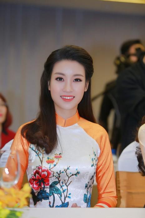 Mỹ Linh, Thanh Tú diện áo dài của hoa hậu Ngọc Hân - ảnh 3