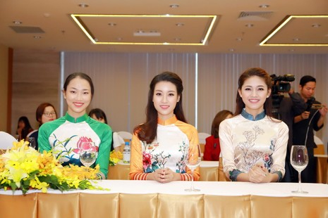 Mỹ Linh, Thanh Tú diện áo dài của hoa hậu Ngọc Hân - ảnh 4