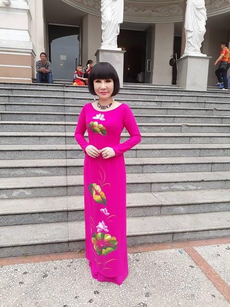 Kỳ nữ Kim Cương trao quà tết cho nghệ sĩ - ảnh 7