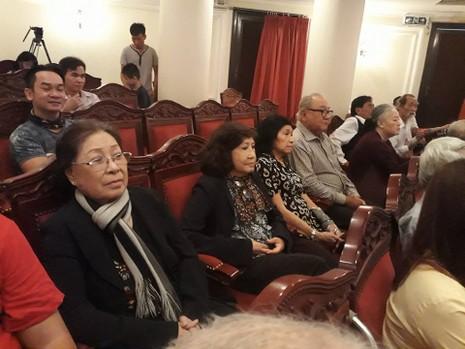 Kỳ nữ Kim Cương trao quà tết cho nghệ sĩ - ảnh 3