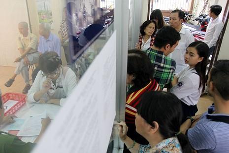 TP.HCM: Người dân bỏ việc đi đổi lại CMND 12 số - ảnh 11