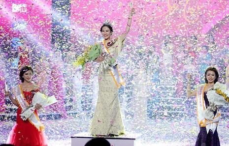 Đặng Mỹ Huyền đăng quang Hoa khôi Nữ sinh viên Việt Nam  - ảnh 9
