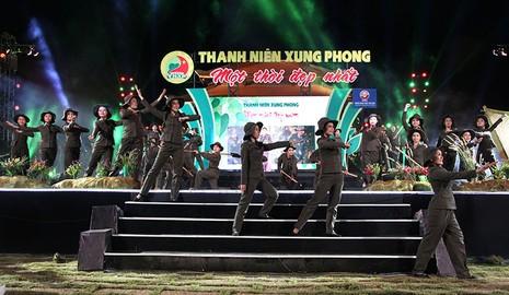 Nguyên Bí thư Thành ủy Lê Thanh Hải cùng hát với thanh niên xung phong - ảnh 3