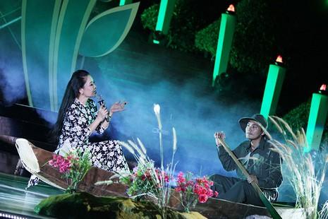 Nguyên Bí thư Thành ủy Lê Thanh Hải cùng hát với thanh niên xung phong - ảnh 8