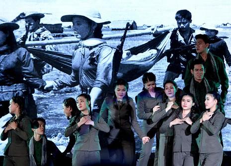 Nguyên Bí thư Thành ủy Lê Thanh Hải cùng hát với thanh niên xung phong - ảnh 10