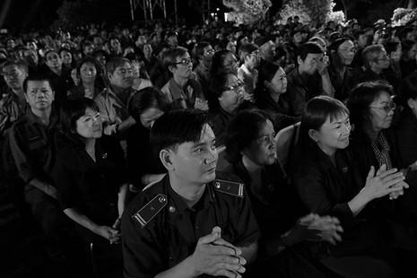Nguyên Bí thư Thành ủy Lê Thanh Hải cùng hát với thanh niên xung phong - ảnh 17