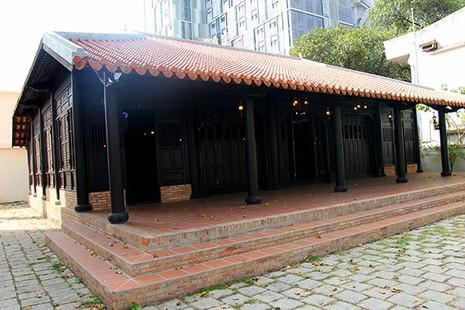 Cận cảnh ngôi nhà cổ hơn 200 tuổi giữa lòng thành phố - ảnh 2