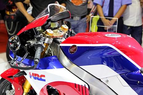 Siêu mô tô giá 5,5 tỉ đồng gây 'bão' tại Vietnam Motorcycle Show - ảnh 4