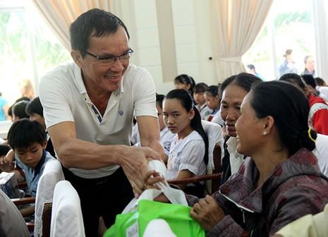Báo Pháp Luật TP.HCM trao 200 phần quà cho người nghèo Nhà Bè - ảnh 7