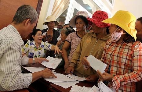 Báo Pháp Luật TP.HCM trao 200 phần quà cho người nghèo Nhà Bè - ảnh 3