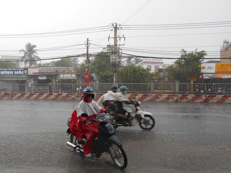 Cơn mưa 'vàng' thứ hai giải nhiệt cho Sài Gòn - ảnh 7