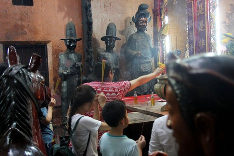 Cận cảnh ngôi chùa 100 tuổi sắp được Tổng thống Obama viếng thăm - ảnh 13