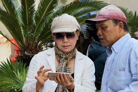 Người Sài Gòn đổ xô đi 'xem mặt' Tổng thống Obama - ảnh 4