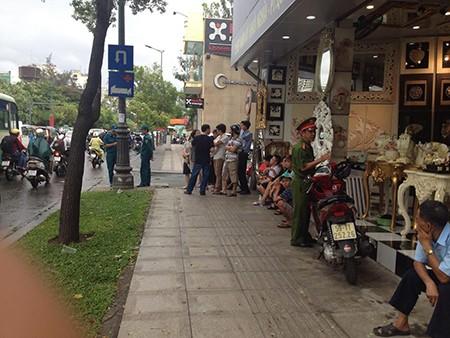 Người Sài Gòn đổ xô đi 'xem mặt' Tổng thống Obama - ảnh 14