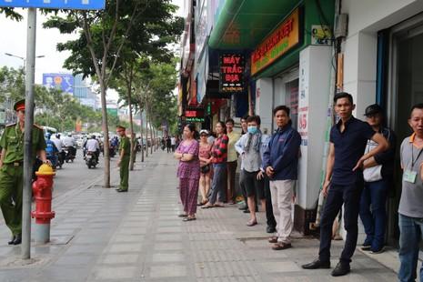 Người Sài Gòn đổ xô đi 'xem mặt' Tổng thống Obama - ảnh 16