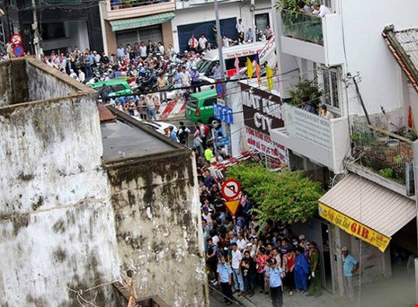Người Sài Gòn đổ xô đi 'xem mặt' Tổng thống Obama - ảnh 17