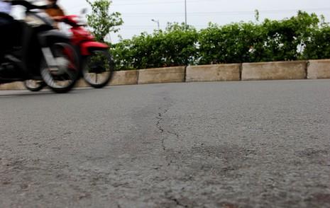 Đại lộ đẹp nhất TP.HCM xuất hiện nhiều vết nứt lạ - ảnh 8