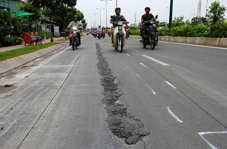 Đại lộ đẹp nhất TP.HCM xuất hiện nhiều vết nứt lạ - ảnh 9
