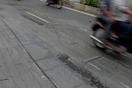 Đại lộ đẹp nhất TP.HCM xuất hiện nhiều vết nứt lạ - ảnh 10