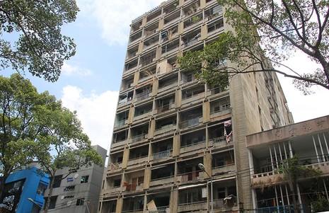 Bên trong chung cư 'ma' sắp được tháo dỡ giữa trung tâm thành phố - ảnh 1