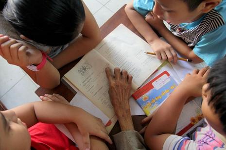 Vợ chồng giáo viên hơn 20 năm dạy miễn phí cho học sinh nghèo - ảnh 6