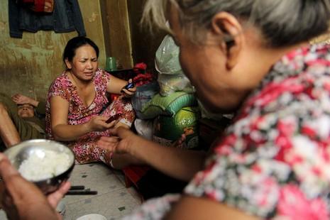 Cuộc sống của 'Đại gia đình' 37 người bán vé số ở Sài Gòn  - ảnh 8