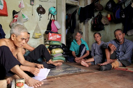 Cuộc sống của 'Đại gia đình' 37 người bán vé số ở Sài Gòn  - ảnh 13