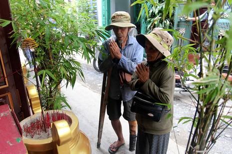 Cuộc sống của 'Đại gia đình' 37 người bán vé số ở Sài Gòn  - ảnh 21