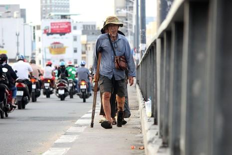 Cuộc sống của 'Đại gia đình' 37 người bán vé số ở Sài Gòn  - ảnh 22