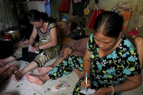 Cuộc sống của 'Đại gia đình' 37 người bán vé số ở Sài Gòn  - ảnh 7