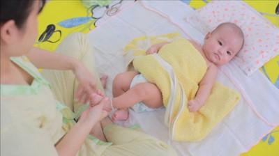 Clip tường tận từng bước tắm cho trẻ sơ sinh tại nhà đúng chuẩn và dễ dàng nhất