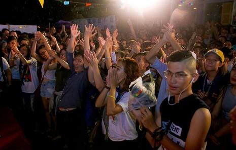 Cộng đồng LGBT TP.HCM đội mưa ăn mừng ngày hội VietPride 2016 - ảnh 11