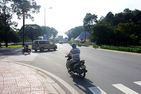 Điểm giao giữa đường Bạch Đằng và đường Hồng Hà.