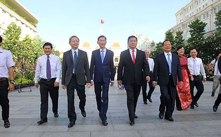 Lãnh đạo TP.HCM dâng hoa tri ân Chủ tịch Hồ Chí Minh - ảnh 2