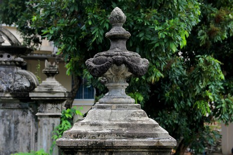 Mộ cổ kiến trúc Pháp trong khuôn viên Học viện Chính trị - Hành chính khu vực II - ảnh 9