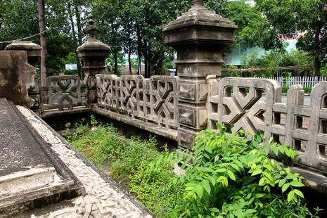 Mộ cổ kiến trúc Pháp trong khuôn viên Học viện Chính trị - Hành chính khu vực II - ảnh 10