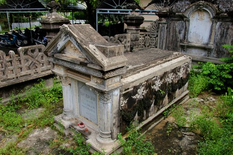 Mộ cổ kiến trúc Pháp trong khuôn viên Học viện Chính trị - Hành chính khu vực II - ảnh 3