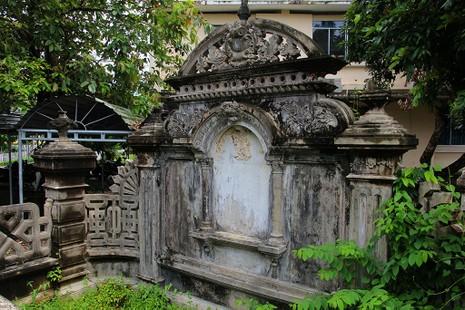 Mộ cổ kiến trúc Pháp trong khuôn viên Học viện Chính trị - Hành chính khu vực II - ảnh 7