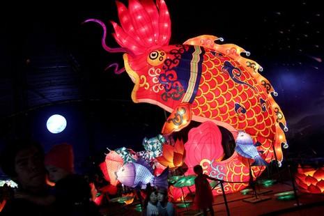 TP.HCM: Gần 20 con vật khổng lồ xuất hiện trong đêm Trung thu - ảnh 8