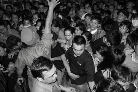 Nghệ sĩ Việt hát tiễn đưa ca sĩ Minh Thuận đến nửa đêm - ảnh 3