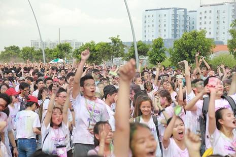 Hơn 1.000 sinh viên Tôn Đức Thắng chạy bộ gây quỹ  - ảnh 1