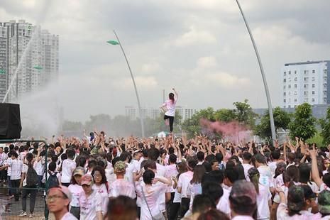 Hơn 1.000 sinh viên Tôn Đức Thắng chạy bộ gây quỹ  - ảnh 4