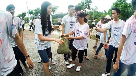 Hơn 1.000 sinh viên Tôn Đức Thắng chạy bộ gây quỹ  - ảnh 6