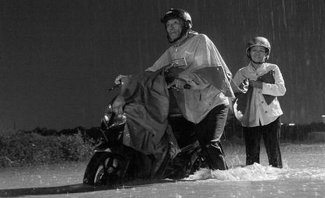 TP.HCM  mưa lớn, lại ngập nặng - ảnh 11