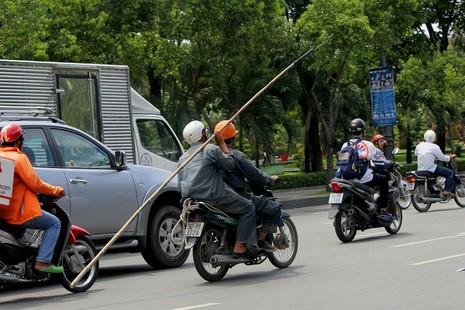 Xe chở tôn nhan nhản mọi nẻo đường  - ảnh 18