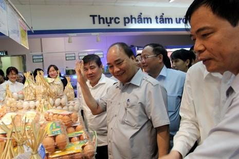 Thủ tướng bất ngờ vi hành ở TP.HCM - ảnh 11
