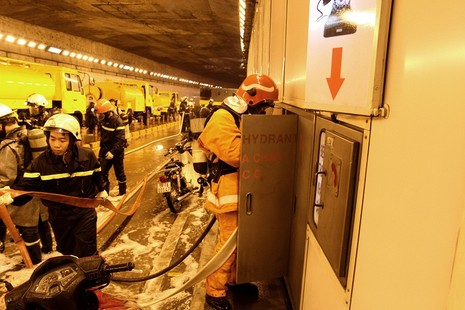Diễn tập giải cứu 30 người bị tai nạn ở hầm Thủ Thiêm - ảnh 6