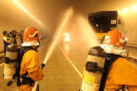 Diễn tập giải cứu 30 người bị tai nạn ở hầm Thủ Thiêm - ảnh 9