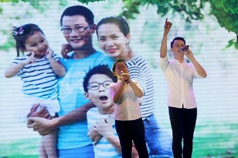 MC Phan Anh cạo đầu cam kết bảo vệ động vật hoang dã - ảnh 4