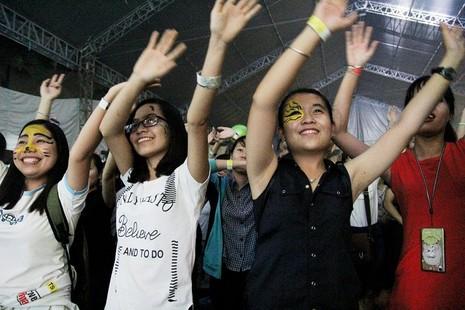 MC Phan Anh cạo đầu cam kết bảo vệ động vật hoang dã - ảnh 6